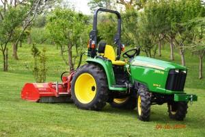 trinciatura erba per grandi estensioni (pulizia di arbusti, ecc.)